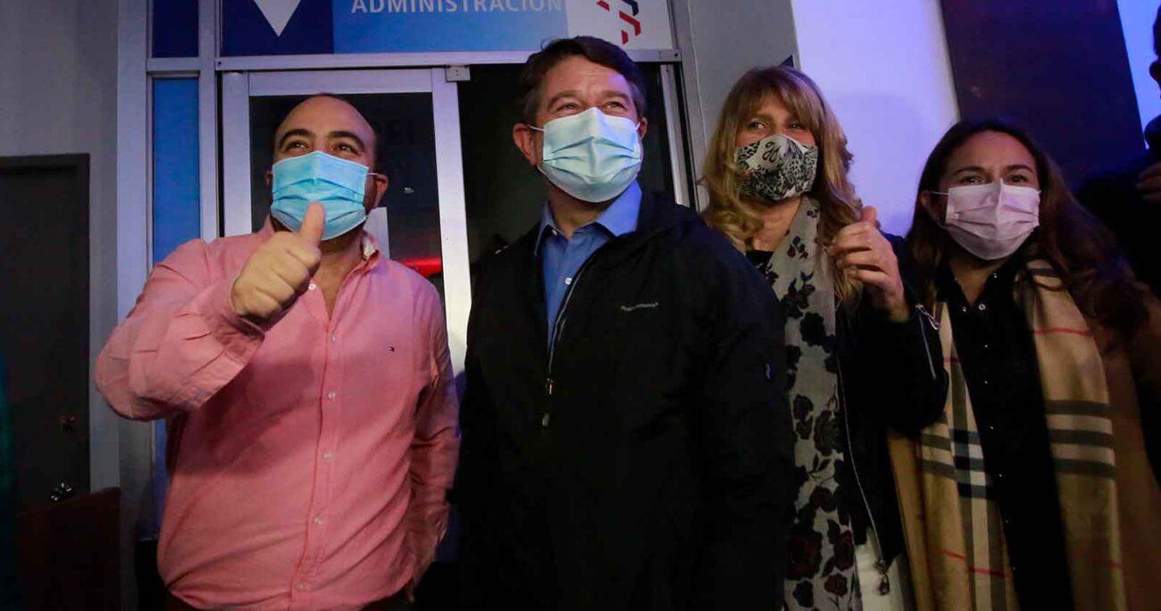 Chahín, Orrego y Rincón llegan a la sede la DC para seguir los resultados electorales. Horas más tarde, los rostros de felicidad cambiaron abruptamente. AGENCIA UNO