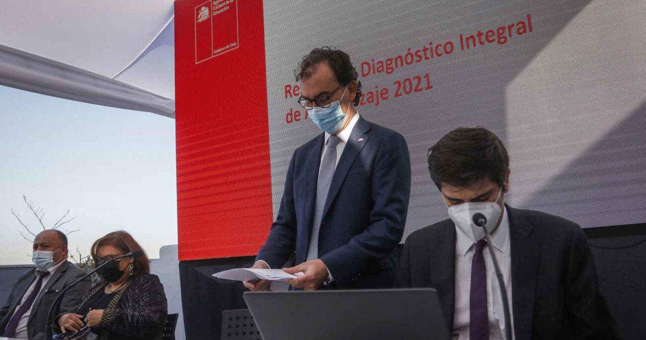 El ministro de Educación, Raúl Figueroa, durante la entrega del diagnóstico. AGENCIA UNO