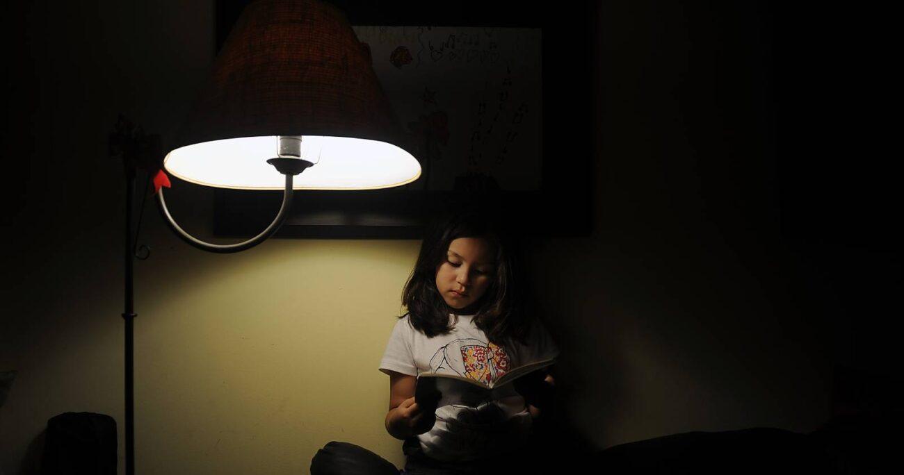 En Chile, aún hay cerca de treinta mil familias sin acceso permanente a la luz eléctrica. AGENCIA UNO/ARCHIVO