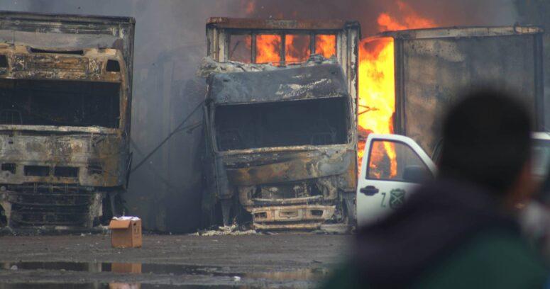 Ataques incendiarios en La Araucanía: al menos 20 vehículos quemados