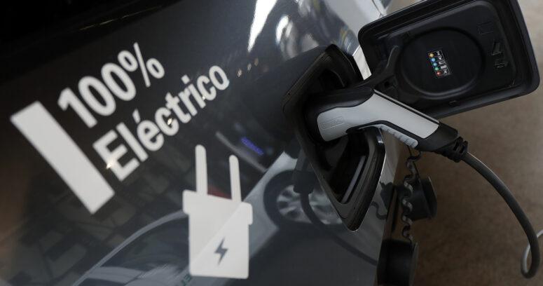 """""""Nuevo acuerdo para impulsar la electromovilidad: ¿Cuánto hemos avanzado desde la primera firma?"""""""