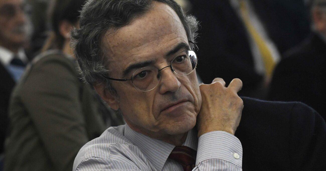 La militante del PC cuestiona el rol jugado por René Cortázar al frente de TVN, acusándolo de