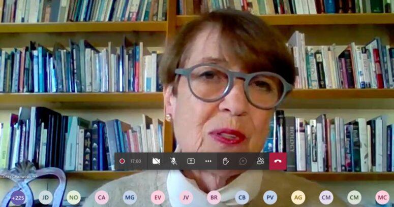 Ministra Consuelo Valdés realiza conversatorio con estudiantes sobre la puesta en valor del patrimonio del norte del país
