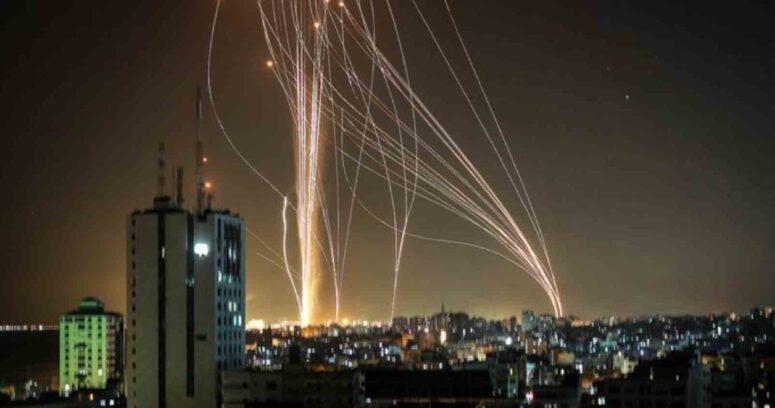 Un muerto y ocho heridos por el lanzamiento de 130 cohetes de Hamás contra Tel Aviv