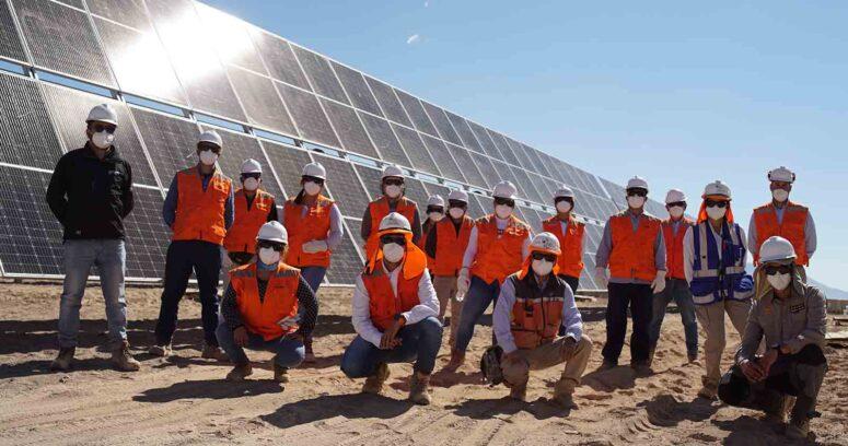 """""""Programa """"Energía con Fuerza Local"""" de ENEL capacita a 130 personas en instalación de paneles solares"""""""