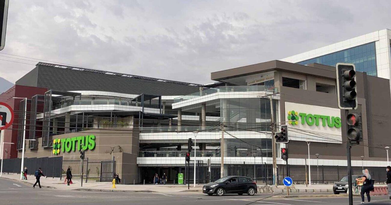 El nuevo supermercado cuenta con 3.500 m2, 300 estacionamientos gratuitos y acceso a 50 bicicleteros. Tottus.