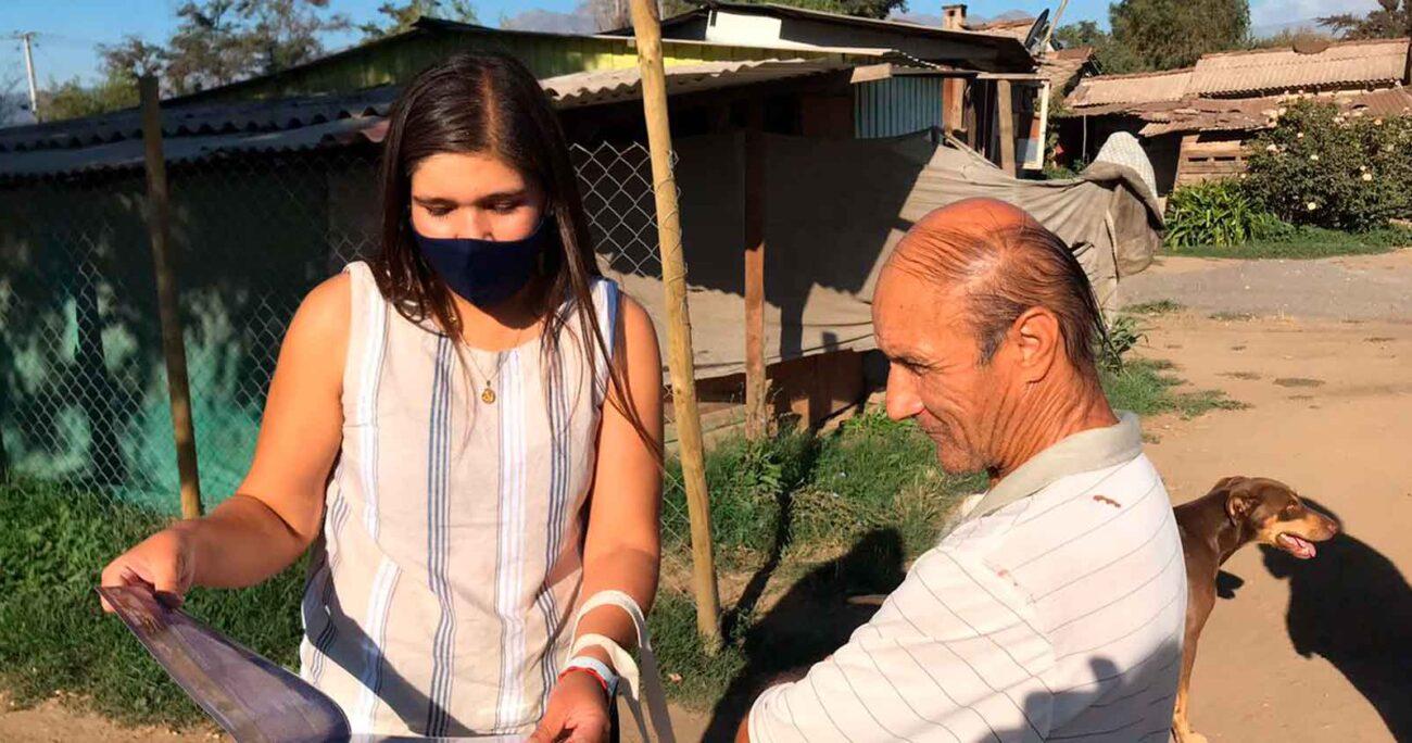 Natalia Pérez, candidata de Chile Vamos, durante una actividad de campaña en Pirque. CEDIDA