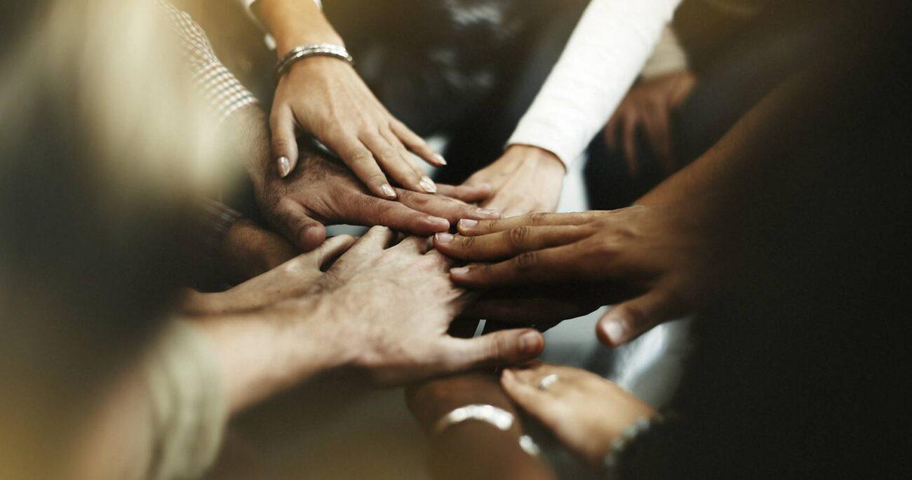 """""""La clave para construir y avanzar es la confianza, participación conjunta en la toma de decisiones y la colaboración"""". @rawpixel.com"""