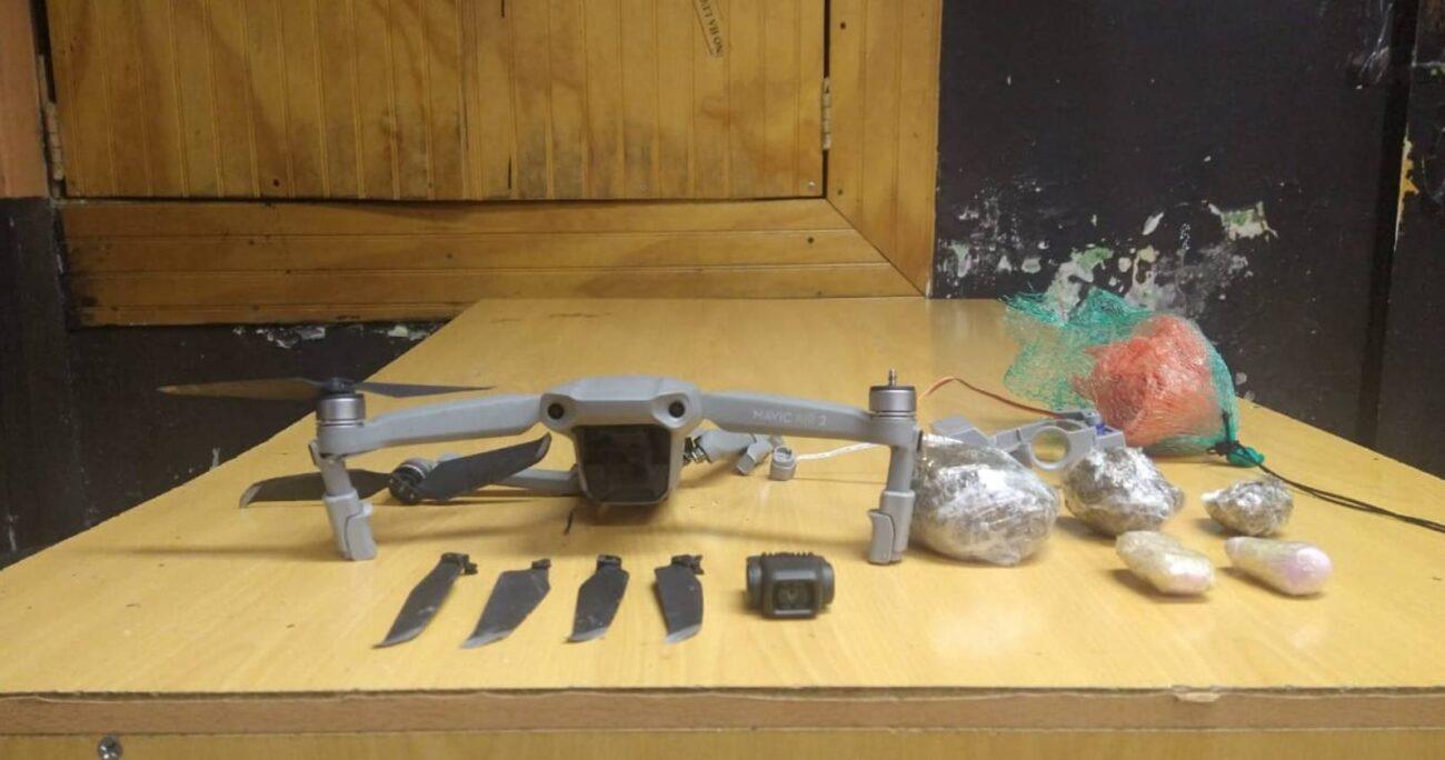 Personal de Gendarmería debió utilizar tecnología para capturar el dispositivo y hacer un descenso controlado de él. GENDARMERÍA