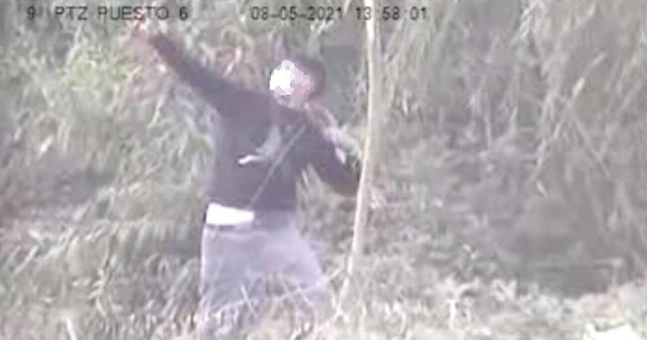 Un video de las cámaras de seguridad del penal registraron los instantes en que desconocidos lanzaban droga al interior del recinto penal.