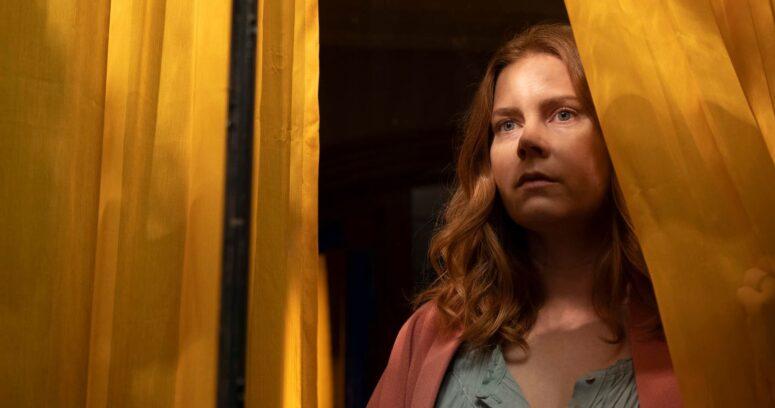 """""""La Mujer de la Ventana: la esperada película de Amy Adams finalmente debutó en Netflix"""""""