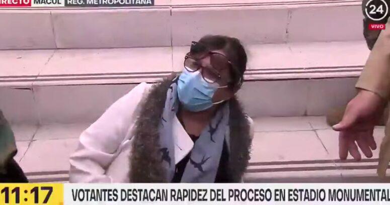 Mujer fue detenida tras ser acusada de fotografiar su voto en el Estadio Monumental