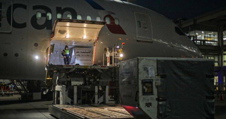"""""""Chile recibió cargamento con más de 600 mil vacunas de Pfizer y AstraZeneca"""""""