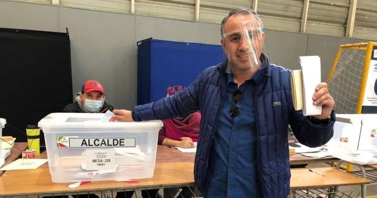 El postulante al municipio señaló que quiere transparentar el proceso. FACEBOOK/OSCAR SALDAÑA 2021