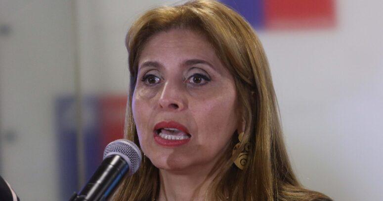 """""""La Moneda informa la renuncia de la subsecretaria de Telecomunicaciones"""""""