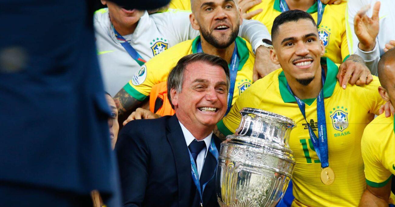 El presidente de Brasil, Jair Bolsonaro, anunció la semana pasada que Brasil acogería la Copa América tras rechazar Colombia y Argentina ser sedes de la competición. AGENCIA UNO/ARCHIVO
