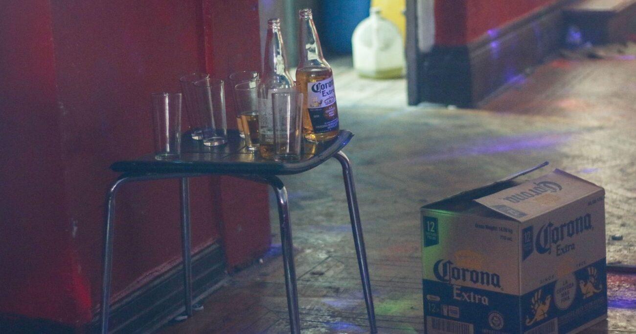Las detenciones por fiestas clandestinas se extendieron a Las Condes, donde 15 hombres y 4 mujeres fueron aprehendidos. AGENCIA UNO/ARCHIVO