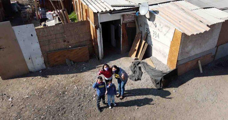 """""""Becas de Oficio Santander"""" beneficiará a 500 personas de campamentos donde está presente TECHO Chile"""