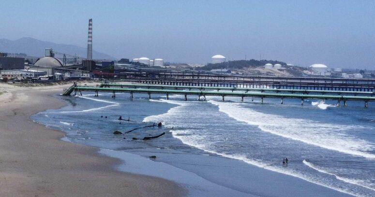 """""""Justicia suspende descarga de residuos de termoeléctricas en bahía de Quintero"""""""