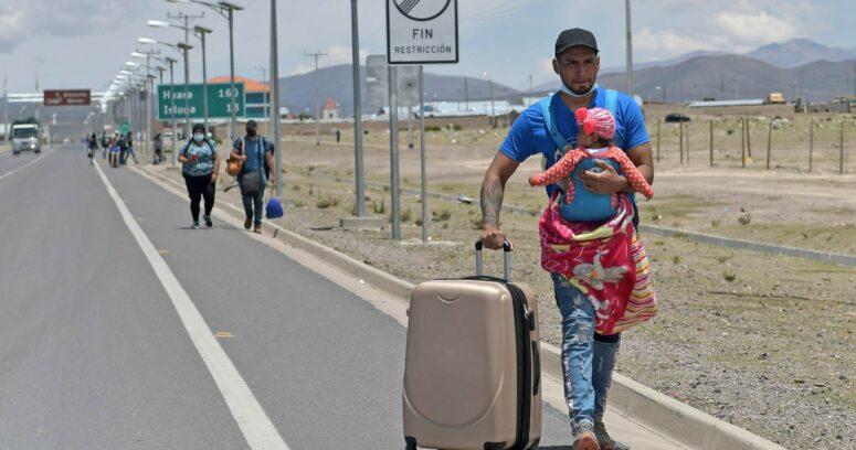 """""""Formalizan a imputado por tráfico de 19 migrantes bolivianos que iban en un bus"""""""