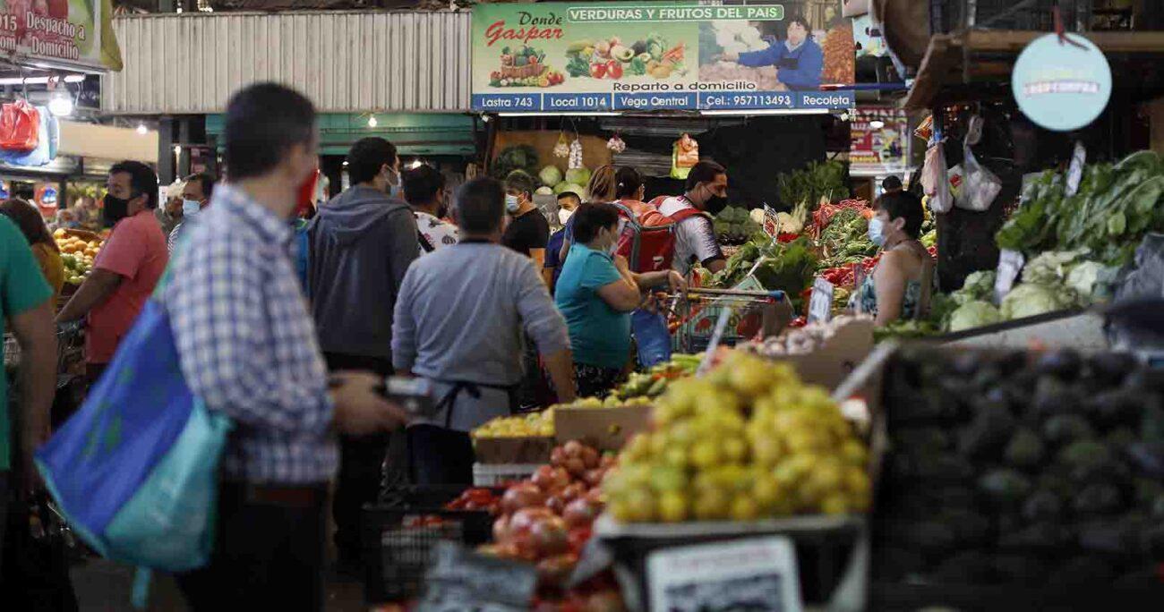 Consumir productos de la zona y de la temporada es una forma de practicar el consumo responsable ya que se apoya al comercio local y se genera una menor huella de carbono. Agencia UNO/ARCHIVO