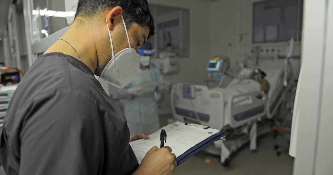 Este busca financiar o reembolsar los gastos hospitalarios y de rehabilitación del trabajador asociados al coronavirus. Agencia UNO/ARCHIVO