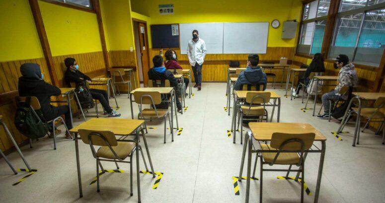 Fenats se unió al Colegio de Profesores para rechazar el regreso a clases presenciales