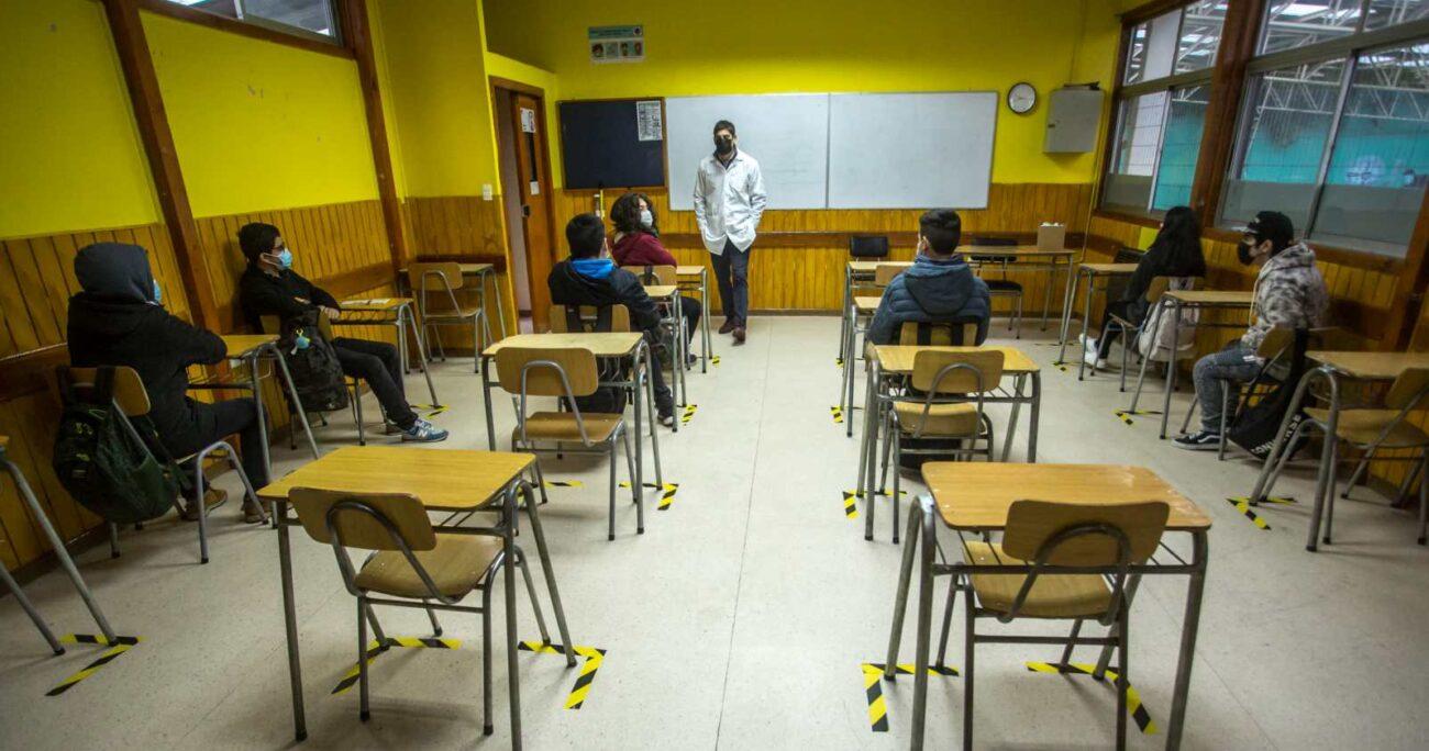 El ministro de Educación, Raúl Figueroa, afirmó que los recursos para el retorno a clases han estado disponibles. AGENCIA UNO/ARCHIVO