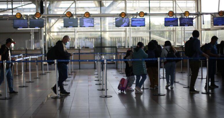 """Estados Unidos recomienda no viajar a Chile por """"alto nivel de Covid"""""""