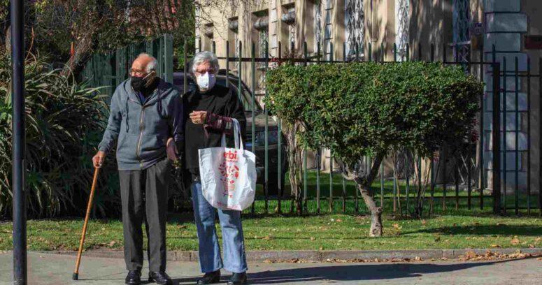 Francia dejará de exigir mascarillas en exteriores a partir de este jueves