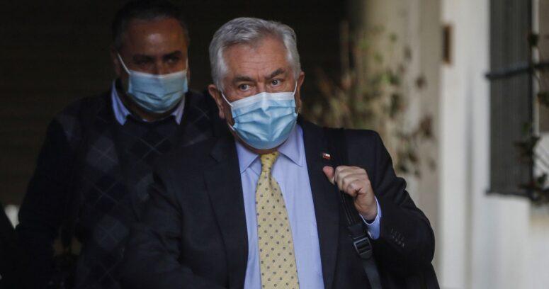 Diputados de oposición analizan interpelar al ministro Enrique Paris