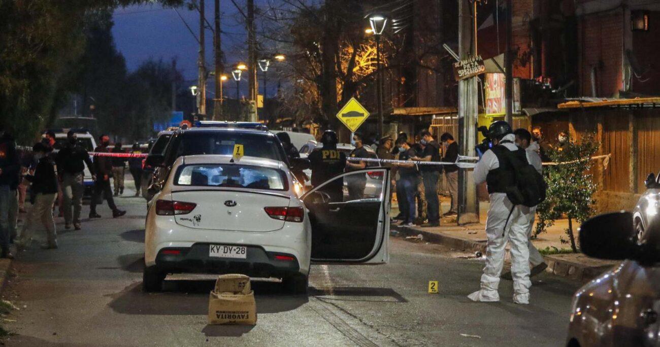 Esta detención se suma a la de un individuo de 19 años, quien durante esta jornada se habría entregado a la Brigada de Homicidios Metropolitana. AGENCIA UNO