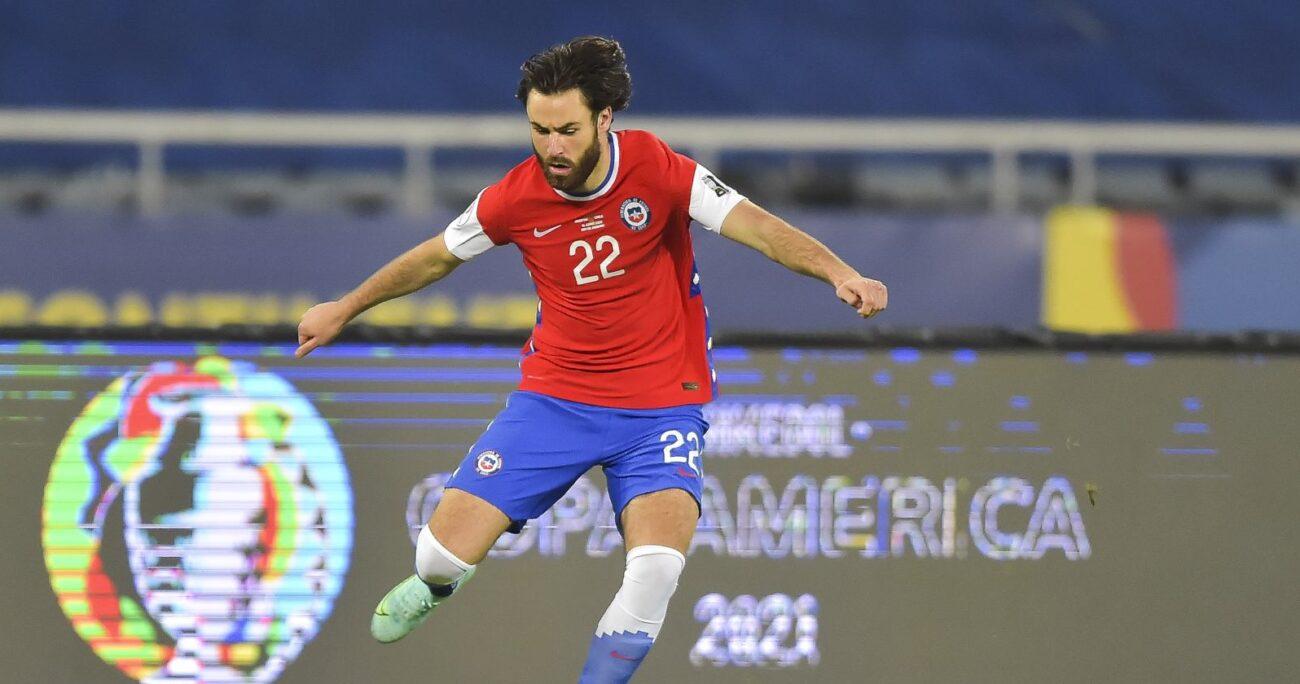 El chileno-inglés llamó la atención por su presencia ante los argentinos. AGENCIA UNO/ARCHIVO