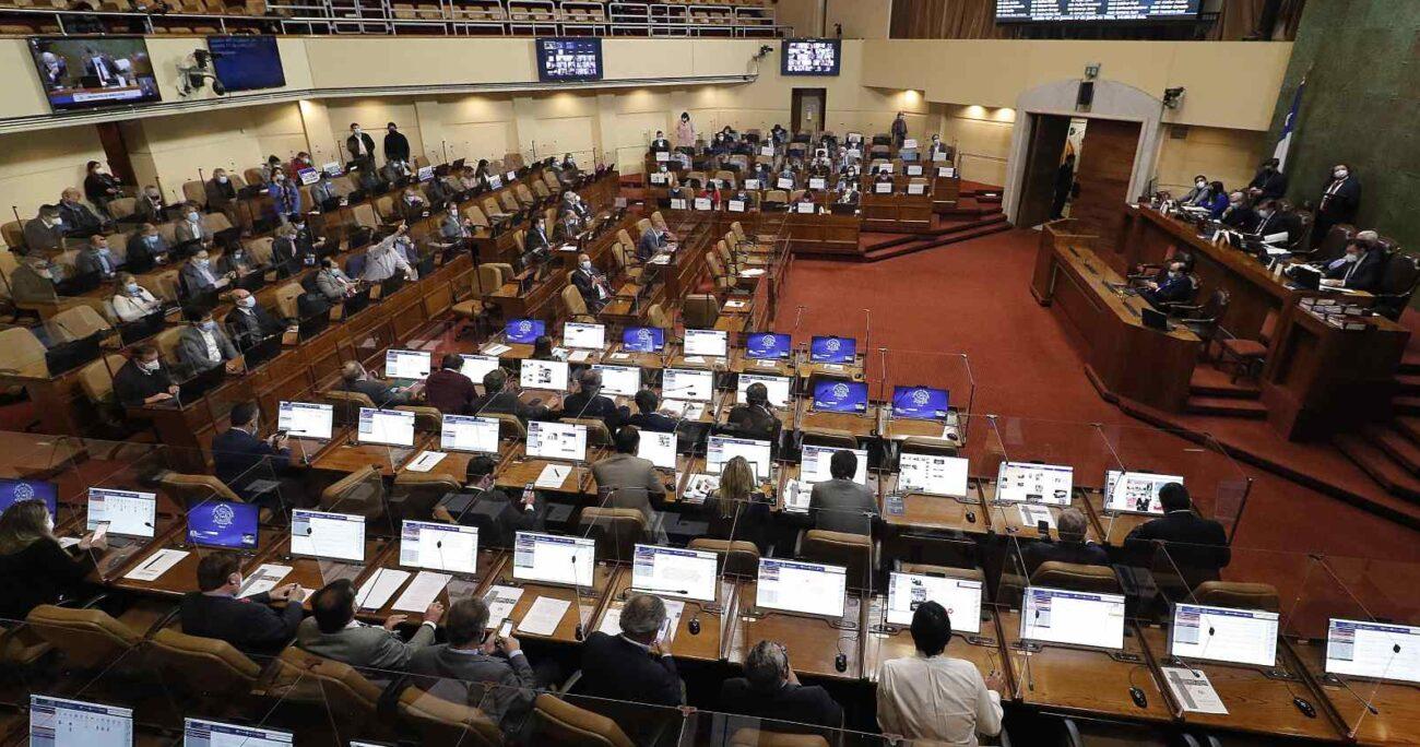 El objetivo fue que el Ejecutivo presentara un veto que permitiera no eliminar el feriado del 12 de octubre. AGENCIA UNO
