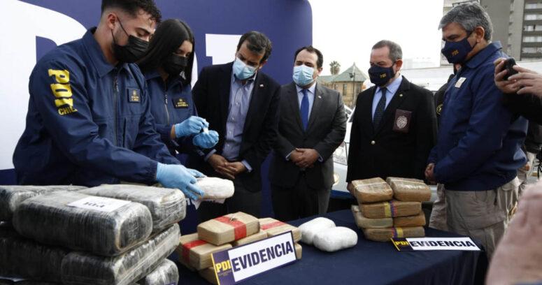 """Equivalentes a $15 mil millones: incautan tres toneladas de droga que era trasladada a Santiago"""