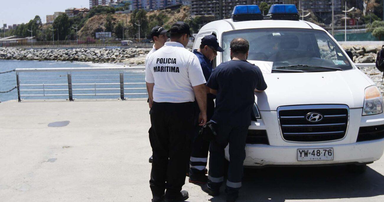 Familiares de una persona que se encuentra desaparecida desde el pasado domingo se trasladaron hasta el SML de Valparaíso para reconocer el cuerpo. AGENCIA UNO/ARCHIVO