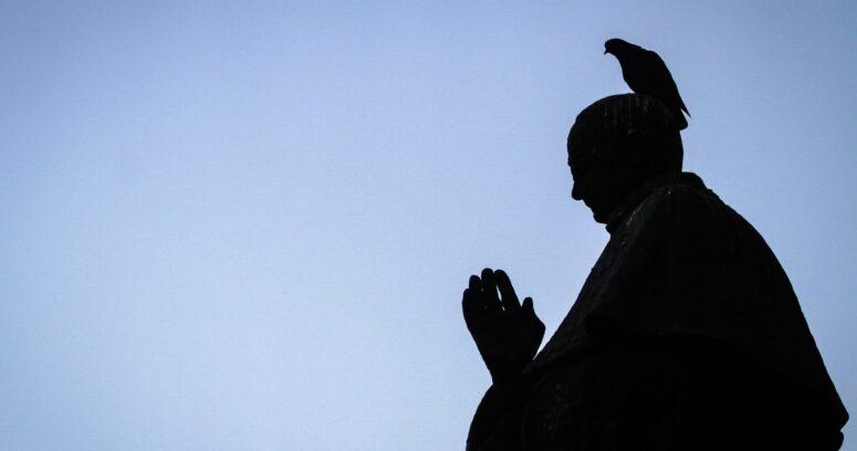 Vaticano dice que no quiso bloquear la ley italiana contra la homofobia