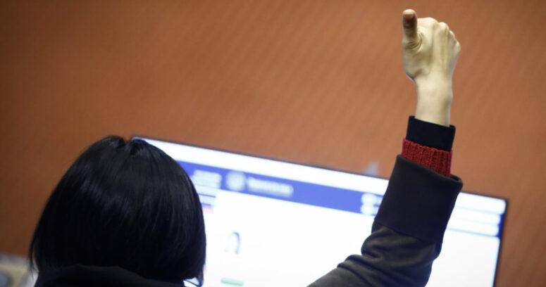 Diputados establecen cuotas de género en directorios de empresas públicas