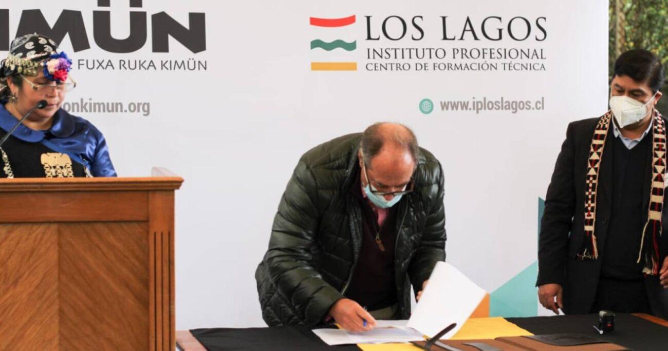 La firma de este convenio entre la CPC y la Corporación Kimün se llevó a cabo en Temuco. CPC