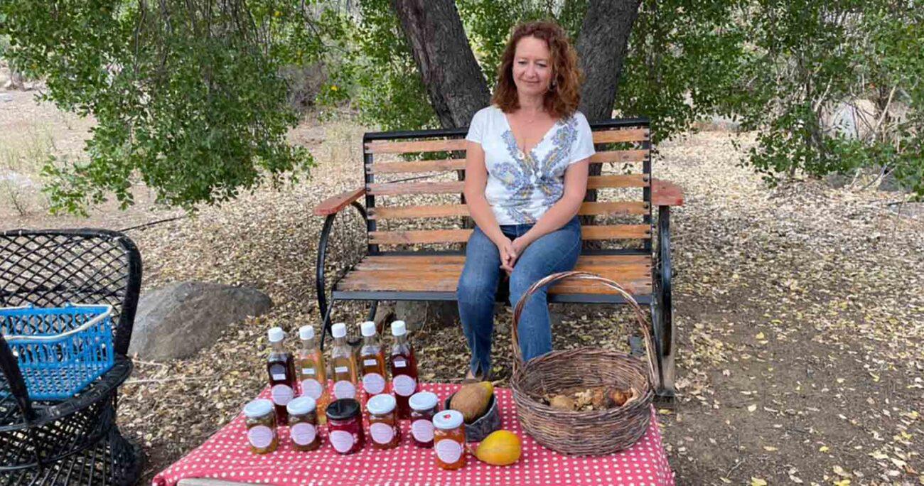 """Andrea Valdés, dueña de """"Tierra Caleu, productos naturales gourmet"""" y una de las beneficiadas de los fondos concursables. Aguas Andinas."""