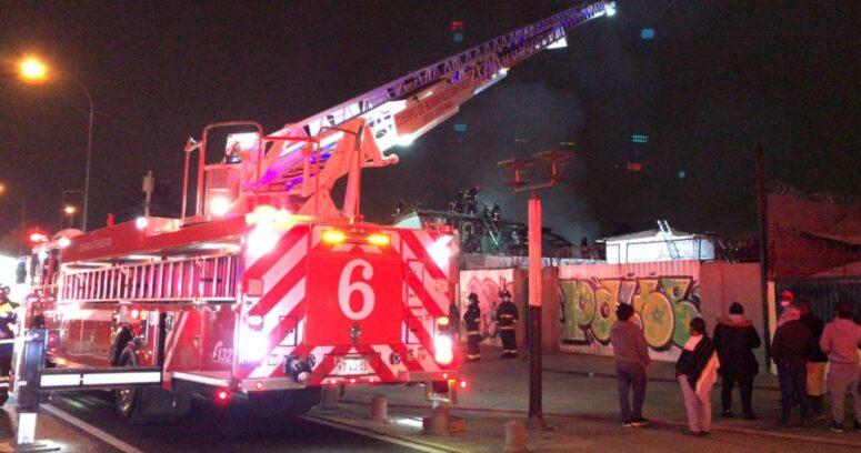 """""""Incendio en Estación Central deja cerca de 30 inmigrantes damnificados"""""""