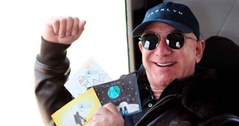 """""""Jeff Bezos agradece a los trabajadores y clientes de Amazon por viaje espacial:"""