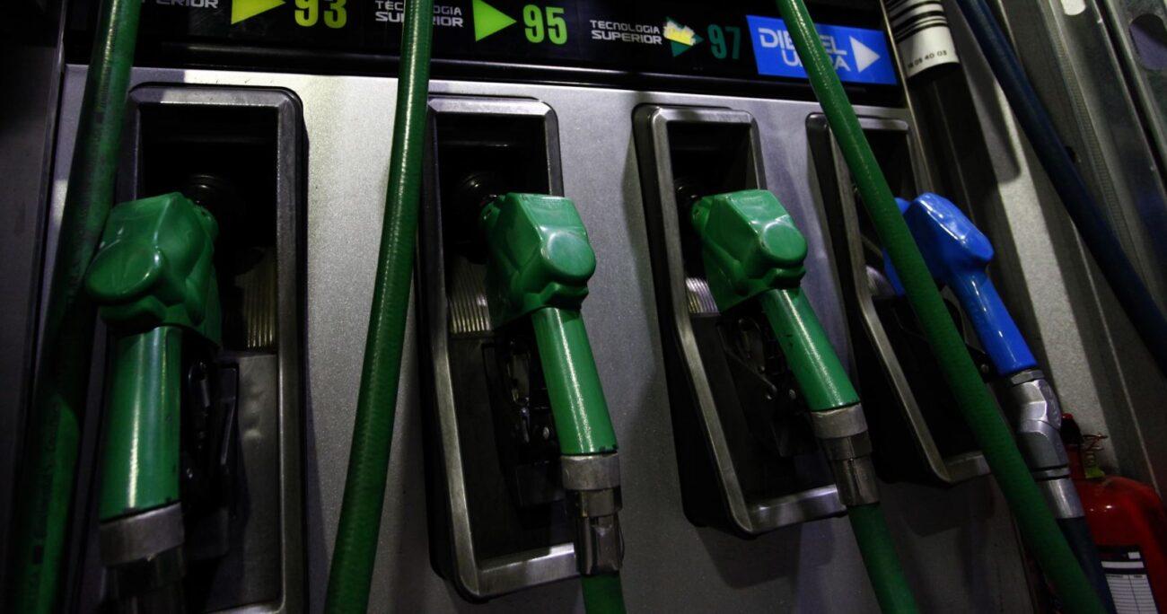 """El proyecto apunta a """"reducir en un 50% el impuesto especifico a las bencinas por el tiempo que dure la pandemia"""". AGENCIA UNO/ARCHIVO"""