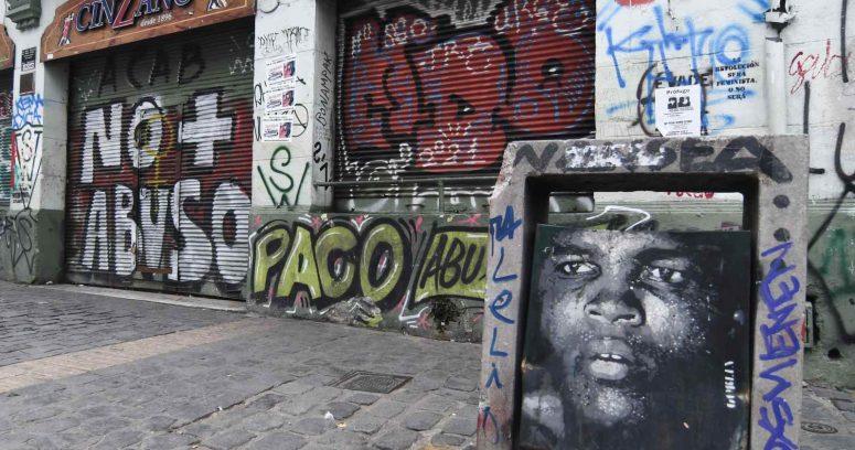 Abogado de la Corte Suprema es multado por realizar rayados en Valparaíso