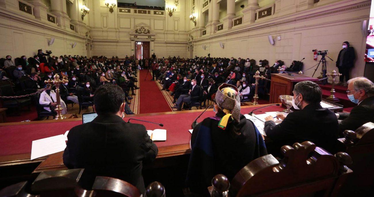 Los convencionales constituyentes que no integren estas instancias, podrán participar de las sesiones y exponer sus planteamientos, pero no tendrán derecho a voto. AGENCIA UNO/ARCHIVO