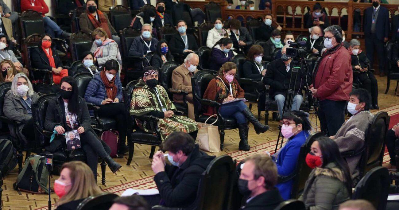 Constituyentes durante la primera sesión de la Convención Constitucional en el ex Congreso Nacional. AGENCIA UNO/ARCHIVO