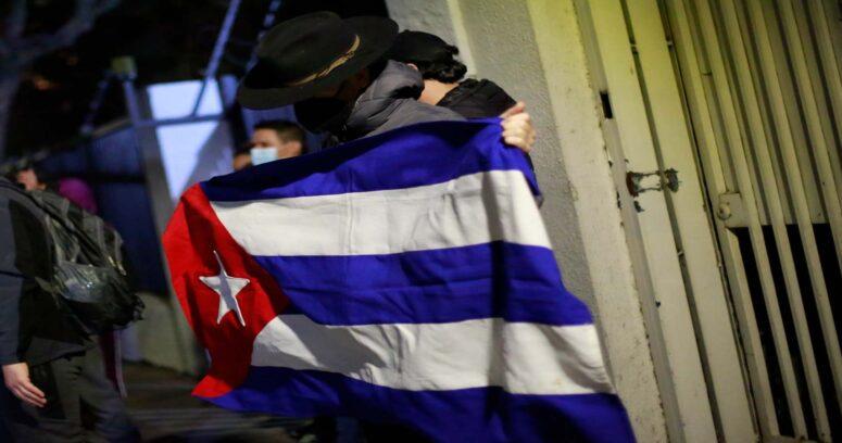 """""""Violaciones a los derechos humanos en Cuba marcan diferencia entre Boric y Jadue"""""""
