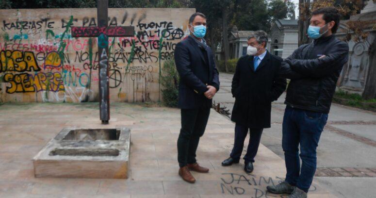 """""""Ataque a tumba de Jaime Guzmán: UDI pide a Contraloría determinar responsabilidad de Municipalidad de Recoleta"""""""