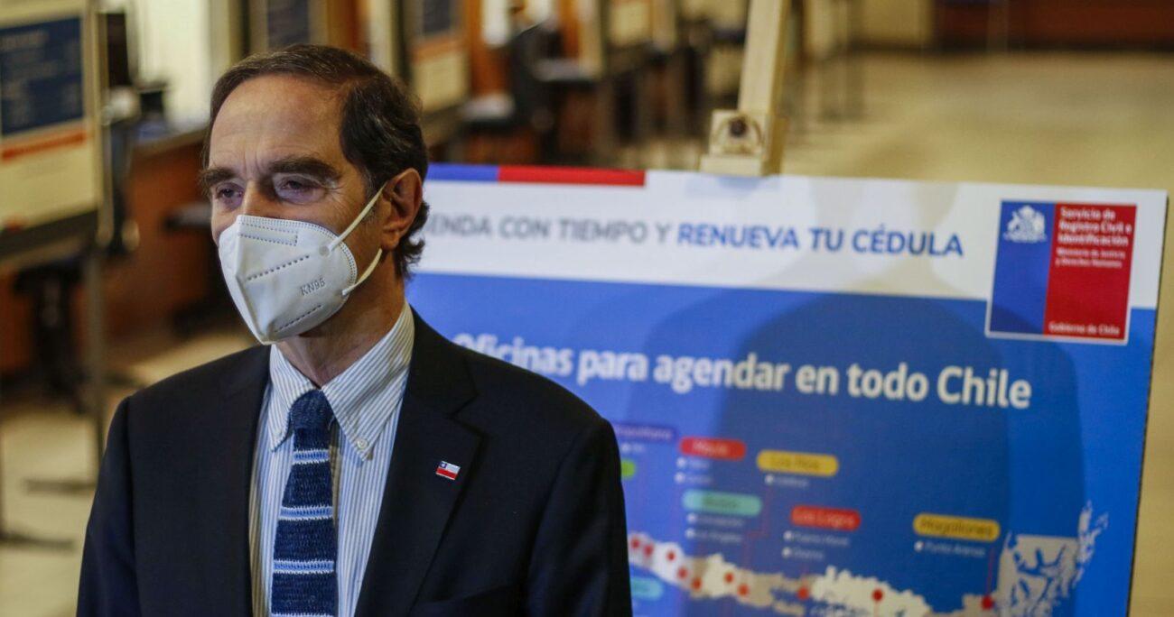 El ministro de Justicia, Hernán Larraín, presentando el plan. AGENCIA UNO