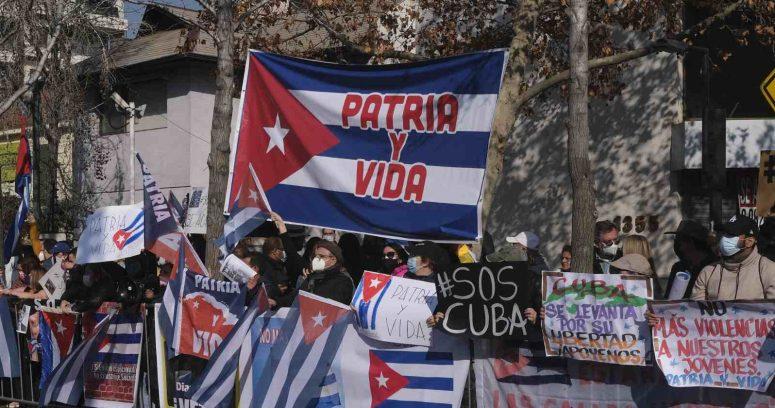 """""""Estados Unidos sanciona a ministro de Defensa de Cuba por la represión de las protestas"""""""